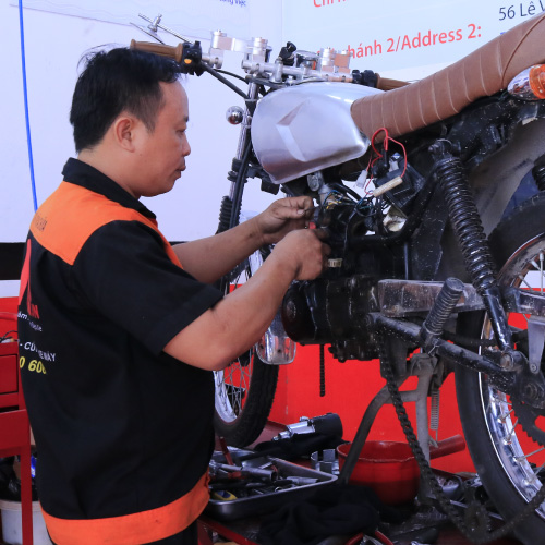 Tuyển thợ sửa xe máy